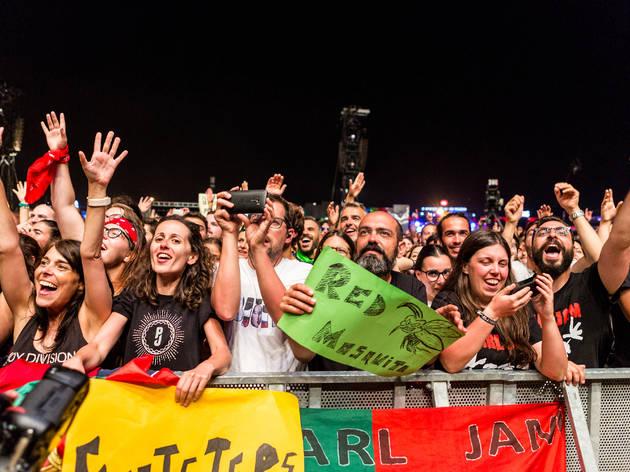 O público em Pearl Jam (Fotografia: Duarte Drago  )