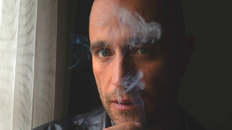 Michel Brown interpreta a Alejandro Falco