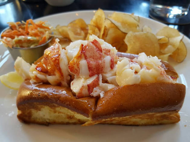 Row 34 lobster roll