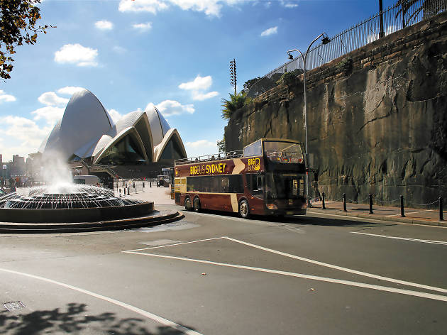 Big Bus drives in front of the Opera House.