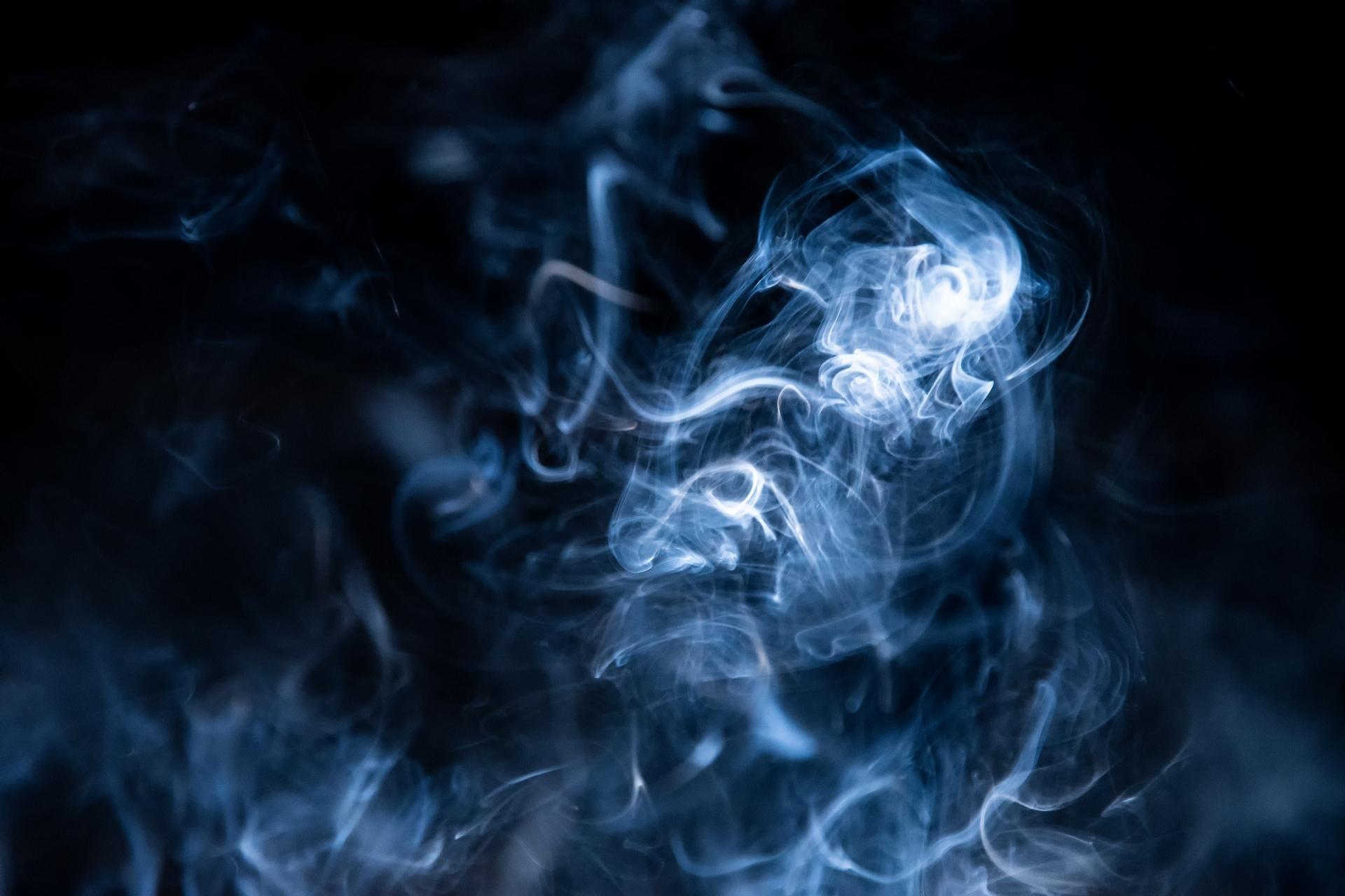 国の受動喫煙防止法が成立、東京都の条例との違いを図解で知る