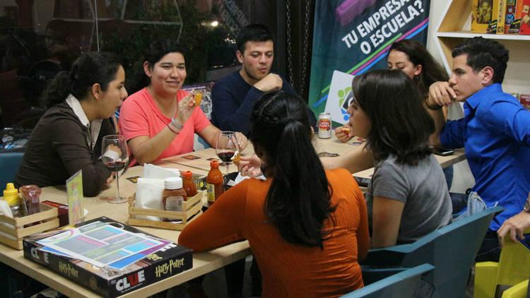 La Caravana Gamelab, Del Valle, juegos, juegos de mesa, diversión, cafetería, ludoteca, amigos, cumpleaños, niños, jugando