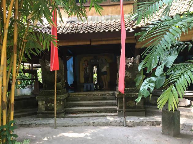 Olop Iyengar Studio - Seminyak - Indonesia