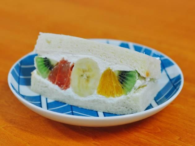 Futsu ni Fruits - fruit sando