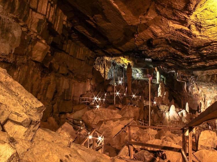 Lost World Caverns