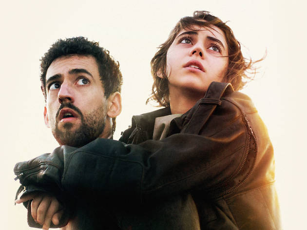 Camino a Marte es protagonizada por Tessa Ia y Lus Gerardo Méndez.