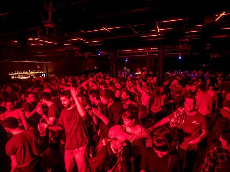 La Sala Apolo celebra una fiesta de fin de año virtual con sus DJs más míticos