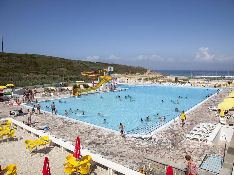 Dê um mergulho nestas piscinas oceânicas em Lisboa e arredores
