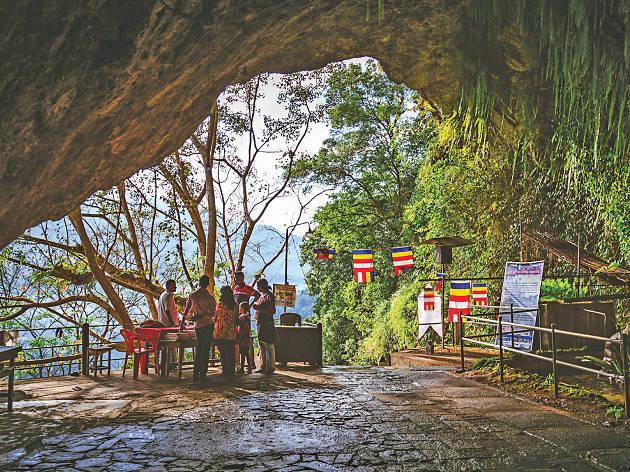 Visit the Batatotalena Cave Temple in Kuruwita.