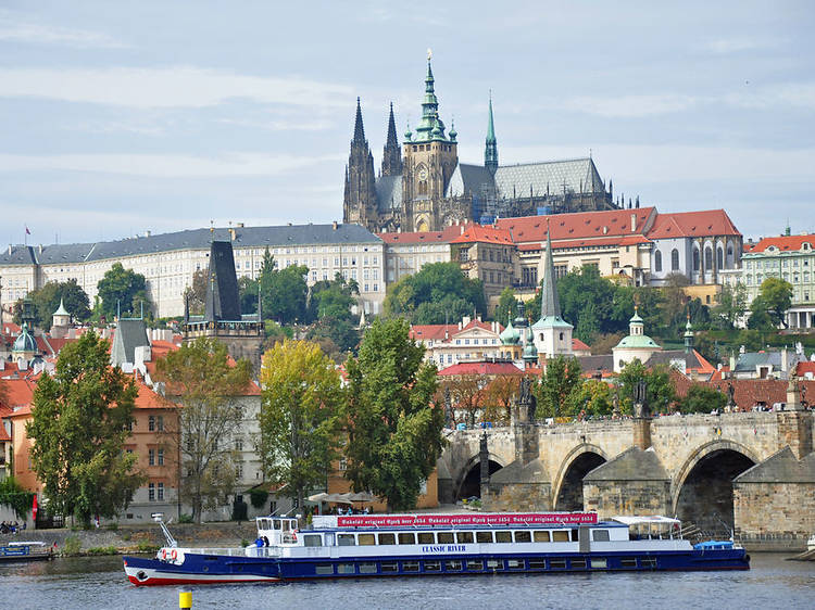 Best of Prague by Foot, Bus and River Cruise