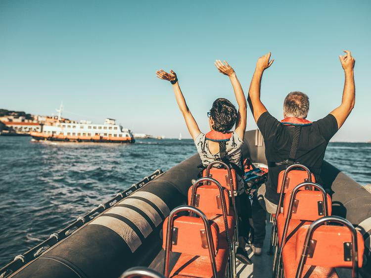 Os melhores passeios de barco no rio Tejo