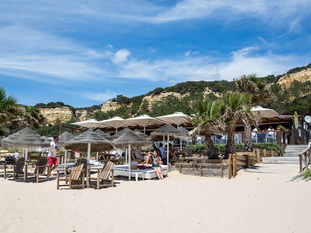 Os melhores bares de praia perto de Lisboa