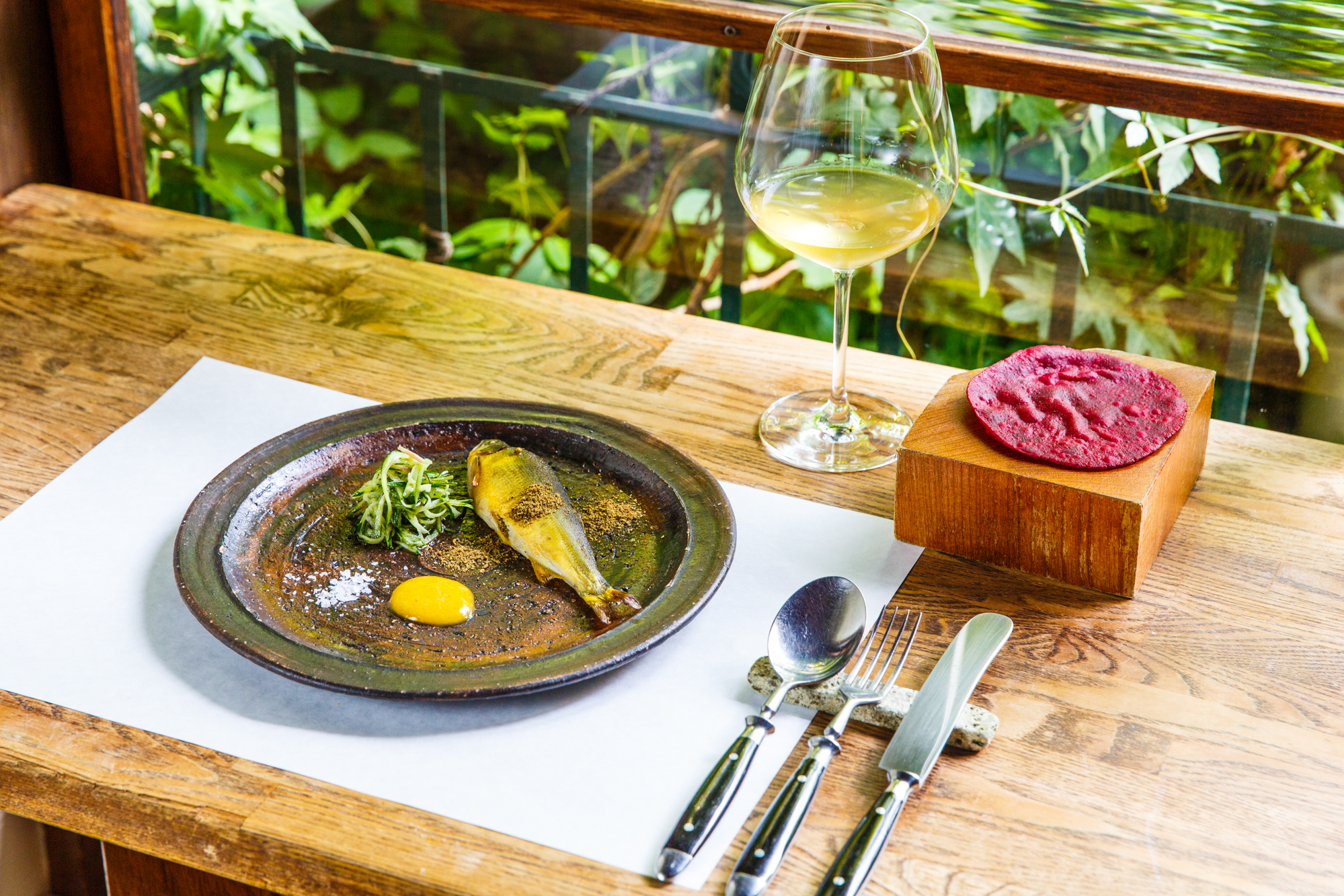世界を旅したシェフが極める、スパイス料理とワインの新境地