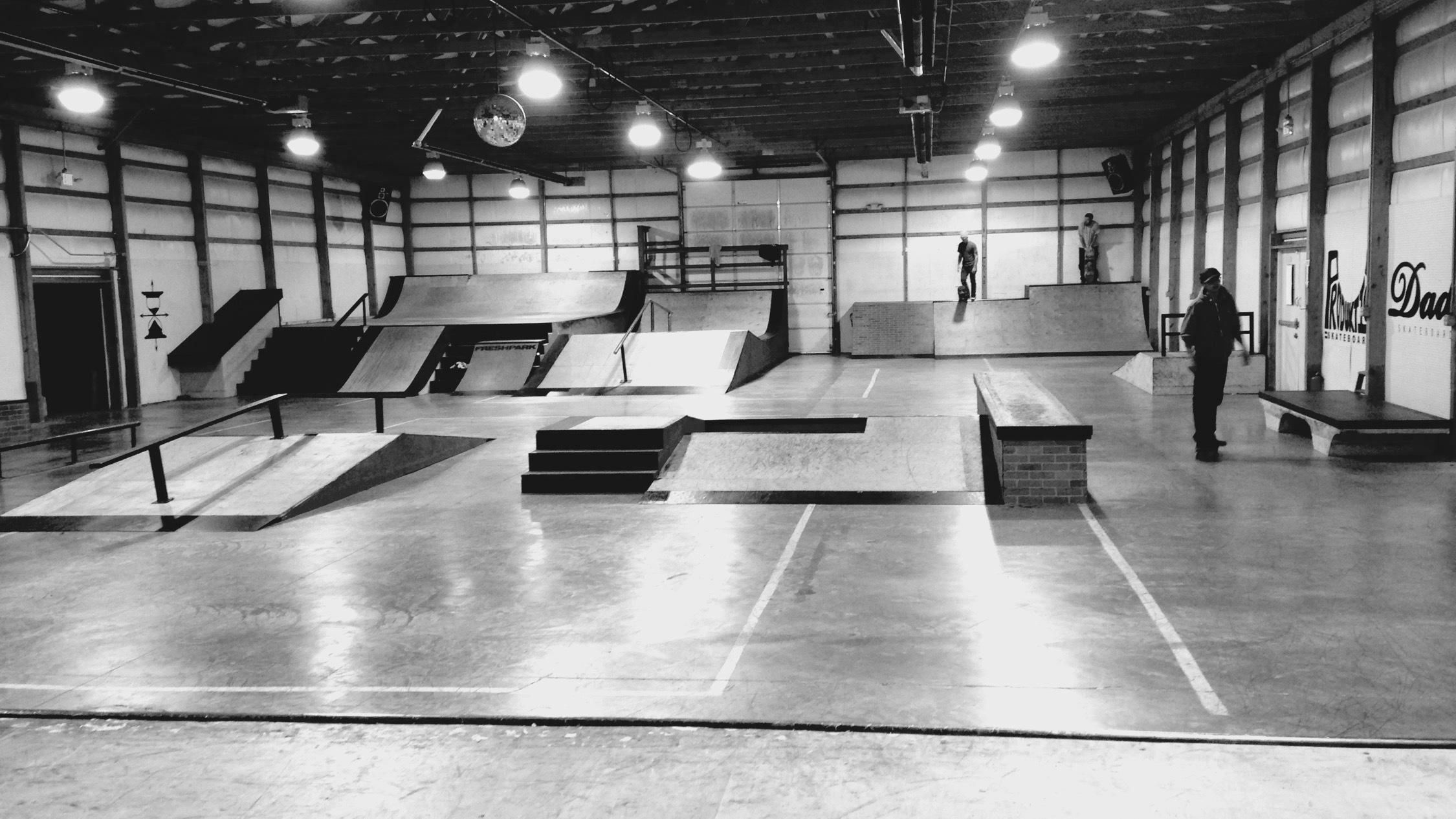 People doing tricks at Skatepark