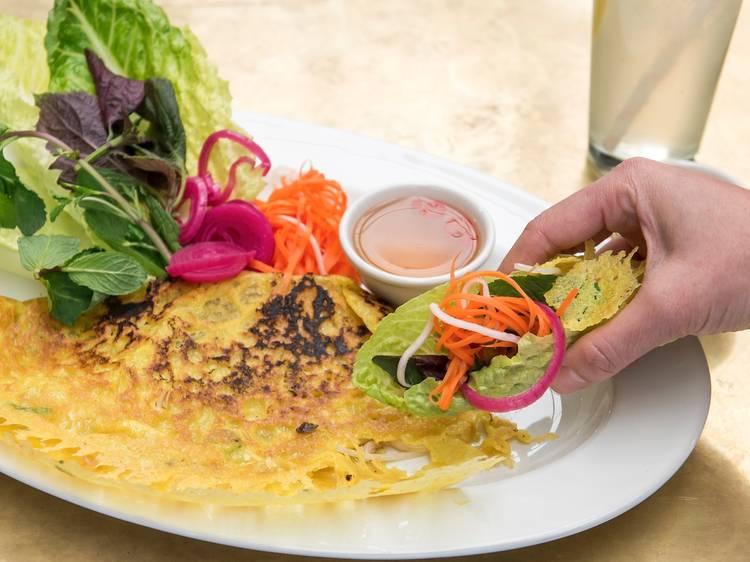 Vietnamese pancake at Banh Xeo Bar