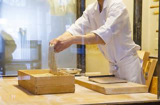 Kanda Matsuya - making soba