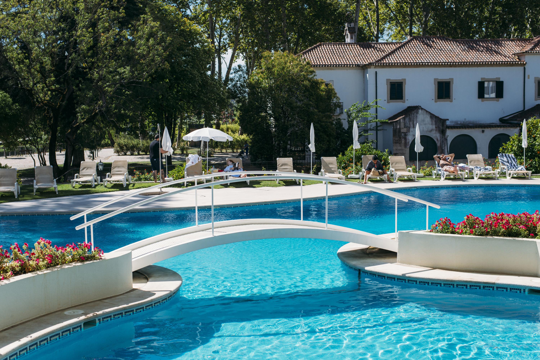 Hotel dos Templários: (palavras) cruzadas à beira da piscina