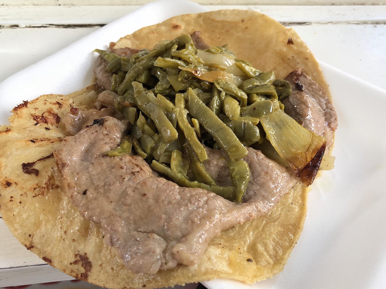 Taco de asada de Tacos Carmelita en la Doctores