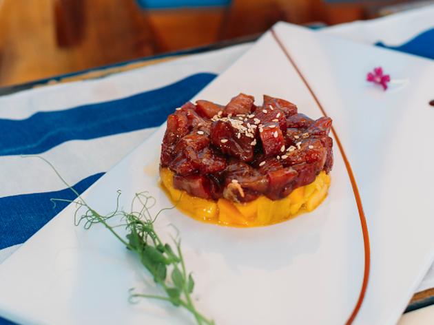 Cinco sítios para comer na ilha da Madeira
