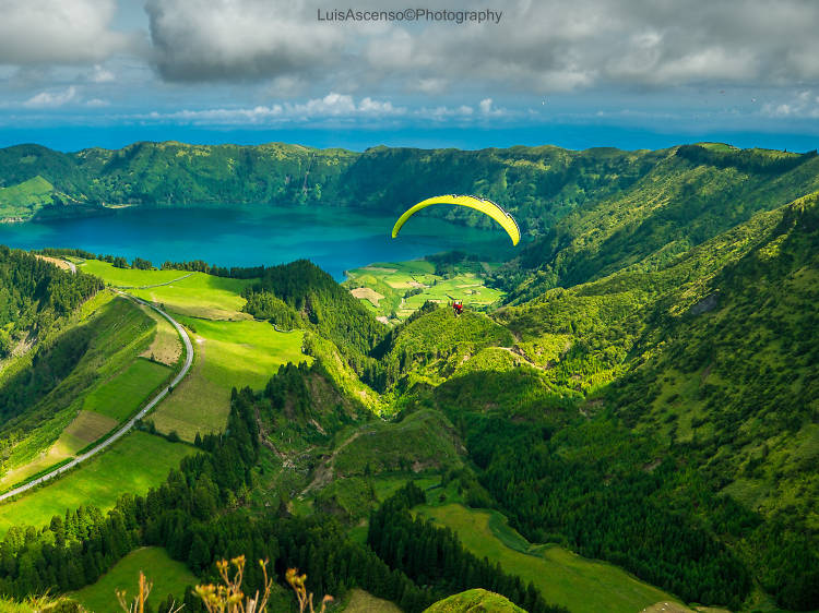 Take a picture of the Sete Cidades lagoon in São Miguel