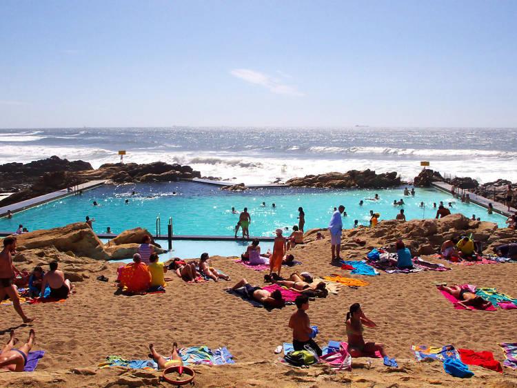 Dive into Marés Swimming Pool in Leça da Palmeira