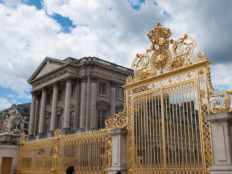 Admire the finest contemporary art at the Château de Versailles