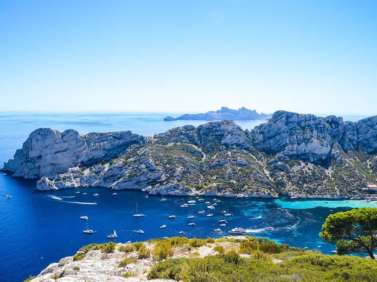 Swim in the heavenly creeks of Marseille