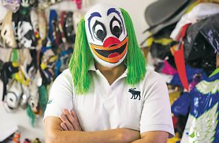 Payasito Luchin, diseñador de máscaras y equipos para luchadores de la CDMX