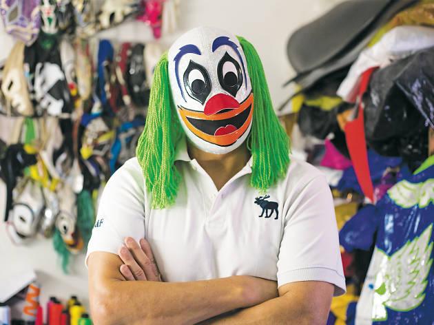 Payasito Luchin, diseñador de máscaras y equipos para luchadores