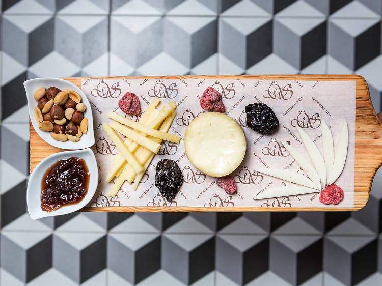 Os melhores sítios para comer tábuas de queijos e enchidos em Lisboa