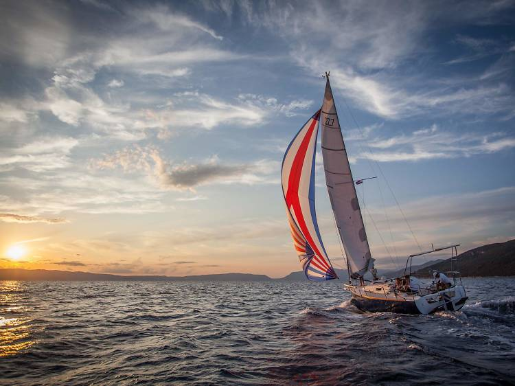 Sail all day or all night