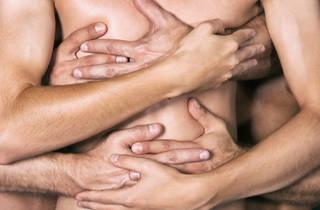 Los jóvenes españoles tienen poco sexo y sueñan con tríos