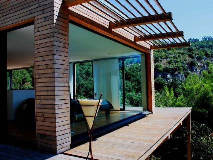 A quiet cabin by the French Riviera