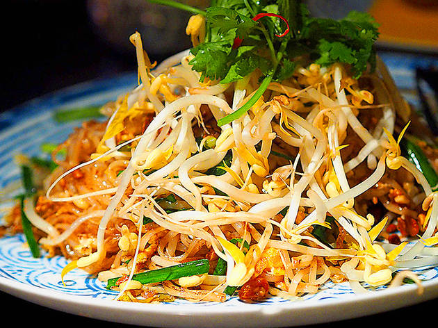 pad thai at Chat Thai