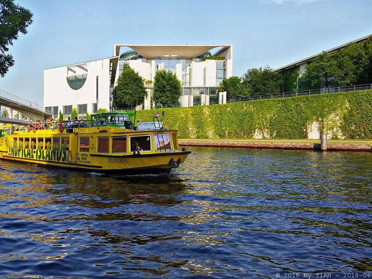 Cruise Berlin by boat