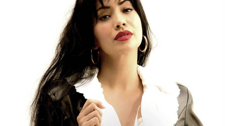 Maya Zapata como Selena en la serie El secreto de Selena