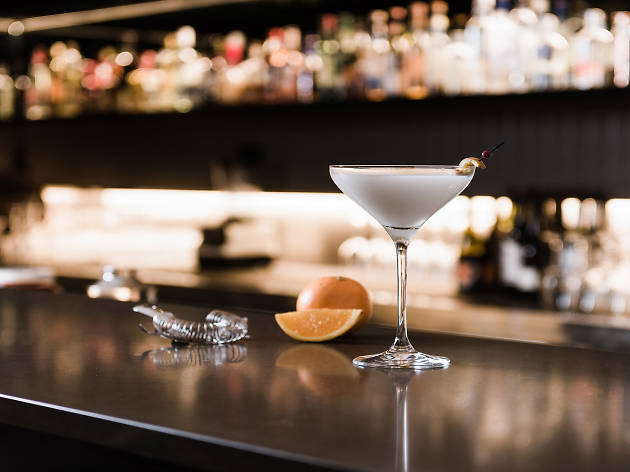 Enjoy Diner en Blanc inspired cocktails and culinary experiences