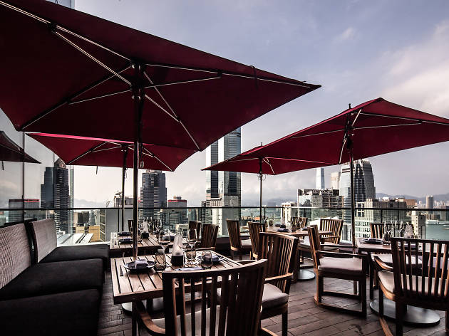The 14 best rooftop bars in Hong Kong for outdoor drinking
