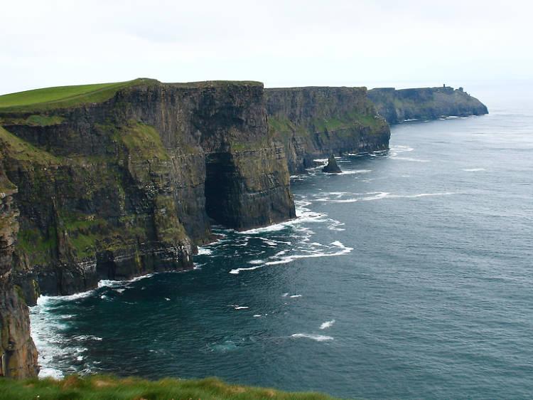 Ruta por los acantilados de Moher, en Irlanda