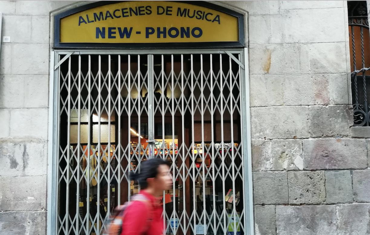 Adiós a New-phono, tienda de instrumentos centenaria