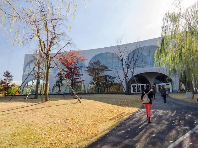 多摩美術大学 八王子図書館