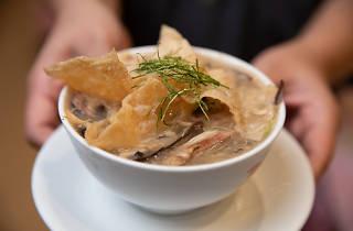Ser Wong Fun - snake soup