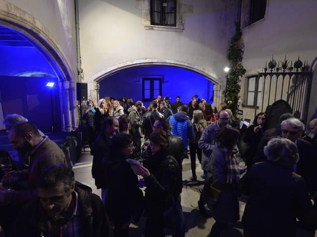 L'ESPECTACLE:  Vins negres Penedès... una Joia de Vins!         Tast de vins negres, sopar i espectacle en un entorn modernista a Barcelona