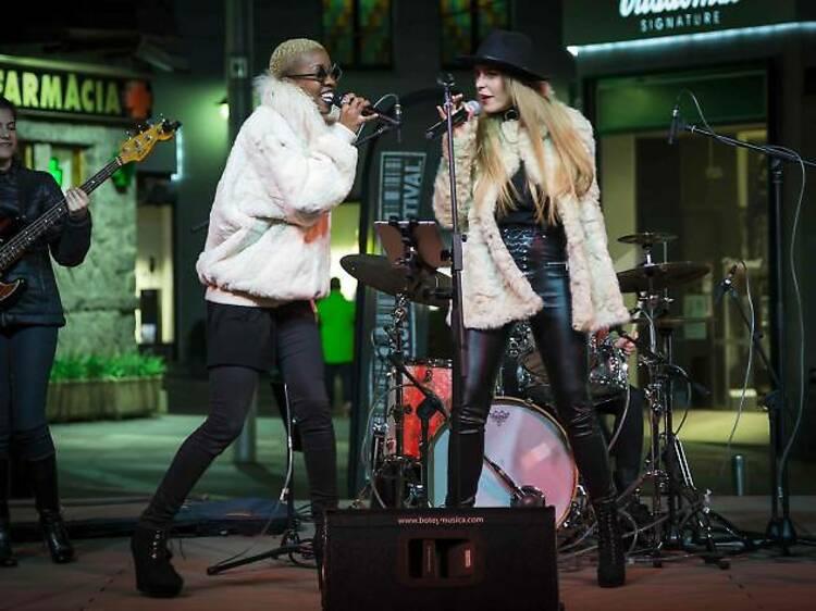 Música als carrers
