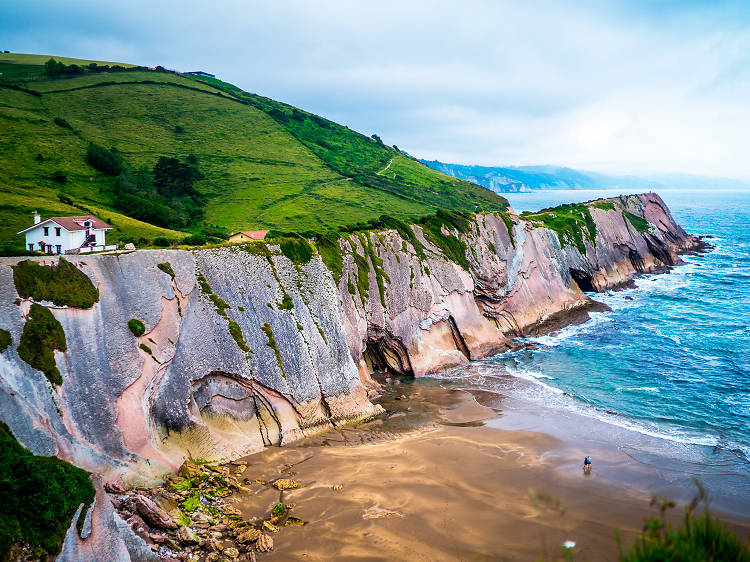 Dare to walk along the impressive cliffs in the Basque Country