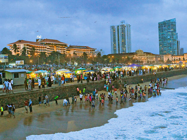 STREET FOOD FROM PETTAH TO GALLE FACE GREEN