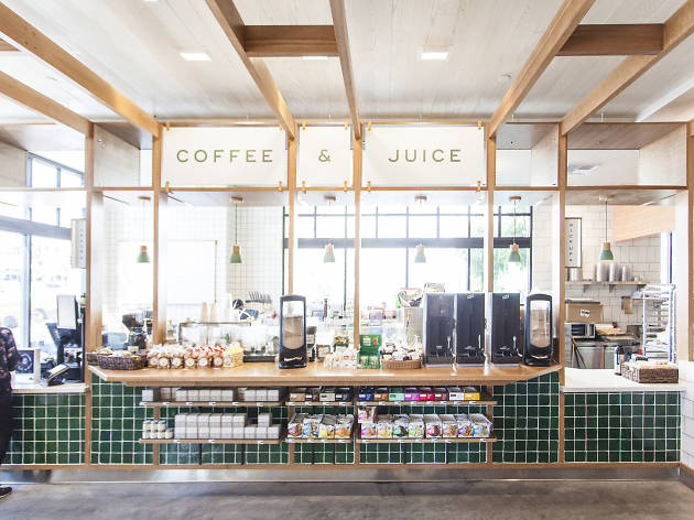 Vintage Grocers market deli and coffee shop in Pacific Palisades Village