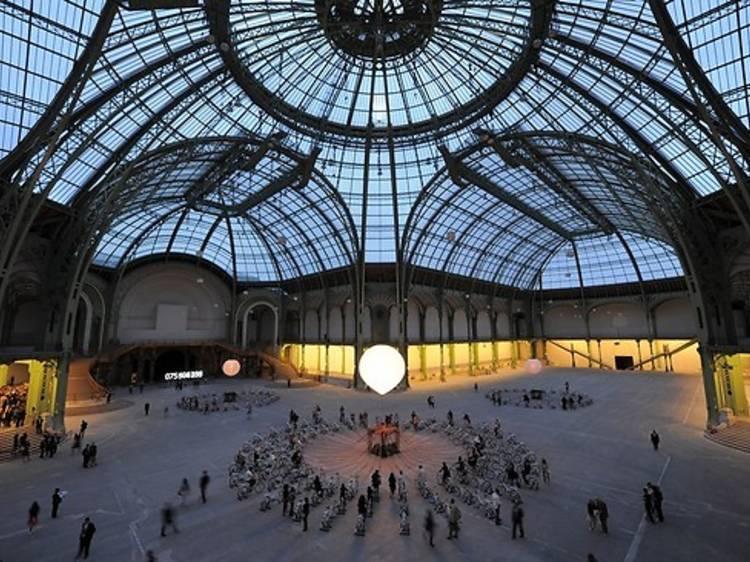 Contempler le ciel à travers la Nef du Grand Palais