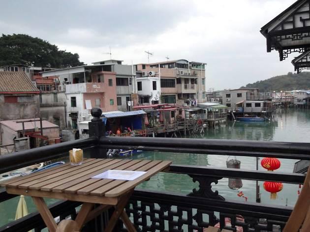 Triple Lanterns Café