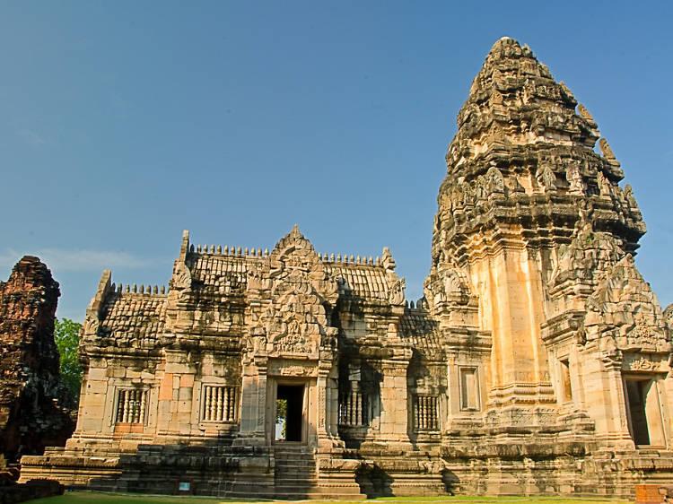 Explore Khmer archeological ruins at Prasat Hin Phimai (Phimai Historical Park)